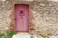Drewniany nieociosany drzwi Obrazy Stock