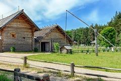 Drewniany od antycznych domów wiejskich dobrze Obraz Stock