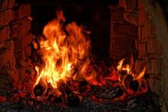Drewniany ogień na małej ` cachaça ` destylarni w Brazylia zdjęcie royalty free