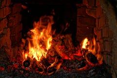 Drewniany ogień na małej ` cachaça ` destylarni w Brazylia zdjęcie stock