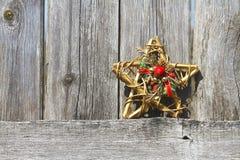 Drewniany ogrodzenie i dekoracyjna gwiazda Zdjęcia Royalty Free