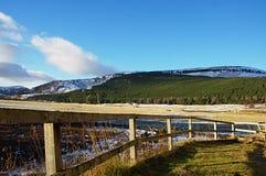Drewniany ogrodzenie z widokiem w tle Obrazy Royalty Free