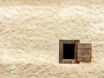 Drewniany okno stary uprawia ziemię dom w Austria fotografia stock