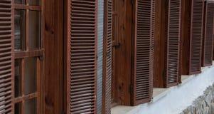 Drewniany okno z żaluzjami w długoterminowym Obraz Stock