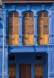 Drewniany okno zamyka - sławną lokalną architekturę w Georgetown, Penang, Malezja Zdjęcie Stock