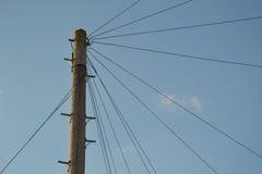 Drewniany oszczędnościowy słup - telefonia słup w Anglia Zdjęcia Stock