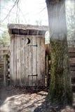 Drewniany outhouse w drewnach Obraz Stock