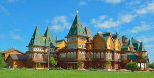 Drewniany pałac tzar Aleksey Mikhailovich w Kolomenskoe odbudowie, Moskwa, Rosja Obraz Stock