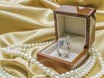 Drewniany pierścionku pudełko Fotografia Royalty Free