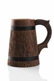 Drewniany piwny kubek odizolowywający na białym tle. zdjęcia stock
