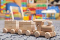 Drewniany pociąg w sztuka pokoju Zdjęcia Royalty Free