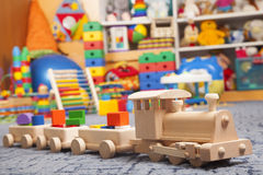 Drewniany pociąg w sztuka pokoju Obrazy Royalty Free