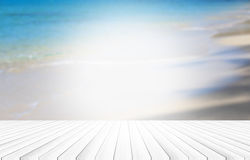 Drewniany podłogowy tło zamazywał oceanu abstrakta plażowego styl Lekki centrum wizerunek Obrazy Stock