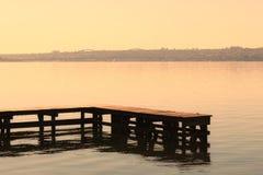Drewniany pokład przy Paranoa jeziorem obraz royalty free