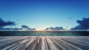 Drewniany pokład z wschodem słońca nad denną scenerią Fotografia Royalty Free