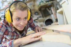 Drewniany pracownik buduje podłogową budowę Zdjęcia Stock