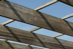 Drewniany promień & niebieskie niebo Obraz Stock