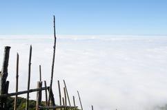 Drewniany przeciek, niebo, chmury, Obraz Stock