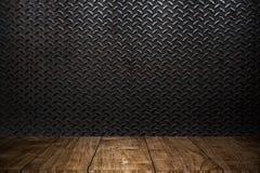 Drewniany przedpole z przemysłu metalu magazynem zdjęcia royalty free
