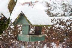 Drewniany ptaka dom w wintertime Obraz Royalty Free