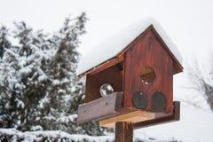 Drewniany ptaka dom w wintertime Obrazy Royalty Free