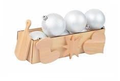 Drewniany pudełko z bożych narodzeń baubles Obrazy Stock