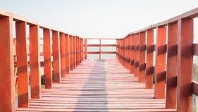 Drewniany rewolucjonistka mosta prowadzenie ocean obrazy stock