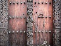 Drewniany rzeźbiący drzwi w Kamiennym miasteczku, Zanzibar Zdjęcia Royalty Free