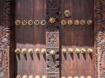Drewniany rzeźbiący drzwi w Kamiennym miasteczku, Zanzibar Fotografia Stock
