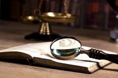 drewniany sędziego ` s młoteczek prawo Sędziego ` s biuro Zdjęcia Stock
