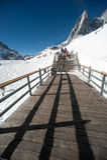 Drewniany schodek na chabeta smoka śnieżnej górze, Chiny. Obrazy Stock