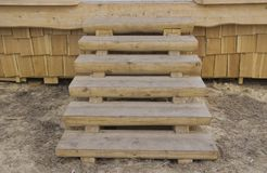 Drewniany schody na ganeczku obrazy royalty free