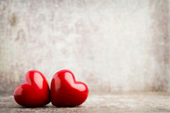 Drewniany serce kształtujący Kartka z pozdrowieniami Walentynki ` s dnia powitanie Obraz Royalty Free