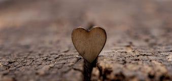 Drewniany serce na drewnianym tle obszyty dzień serc ilustraci s dwa valentine wektor Fotografia Royalty Free
