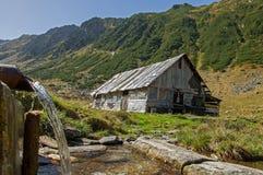 Drewniany sheepfold w Carpathians górach zdjęcia royalty free