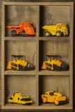 Drewniany skrytki i zabawki samochód fotografia stock