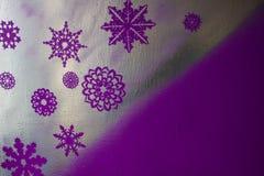 Drewniany srebny tło z błękitem i purpurami Nowy Rok, boże narodzenia, tło, tekstura Zdjęcia Stock