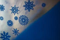 Drewniany srebny tło z błękitem i purpurami Nowy Rok, boże narodzenia, tło, tekstura Zdjęcie Stock