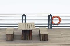 Drewniany stół i ławki Zdjęcie Royalty Free