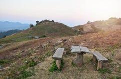 Drewniany stół i krzesło na górze Zdjęcia Royalty Free