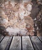 Drewniany stołowy tło z starą ścianą Fotografia Royalty Free