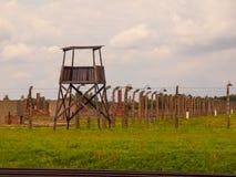 Drewniany strażowy wierza w koncentracyjnym obozie fotografia royalty free