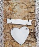Drewniany tło z biel koronką Zdjęcia Royalty Free