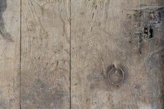 Drewniany tło z stalową rękojeścią zdjęcia royalty free