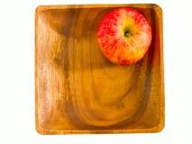 Drewniany talerz z jabłkiem Zdjęcie Stock