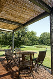 drewniany taras krzesło stołu Zdjęcia Royalty Free