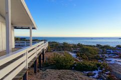 Drewniany taras przegapia Północnego morze fotografia royalty free