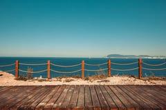 Drewniany taras z widokiem na morzu i zmierzchu kurort podróżujemy pojęcie Obraz Royalty Free