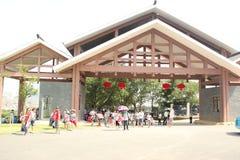 Drewniany trójgraniasty parkowy wejście w NANNING Chiny obraz stock
