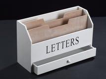 Drewniany właściciel dla listów Zdjęcia Royalty Free